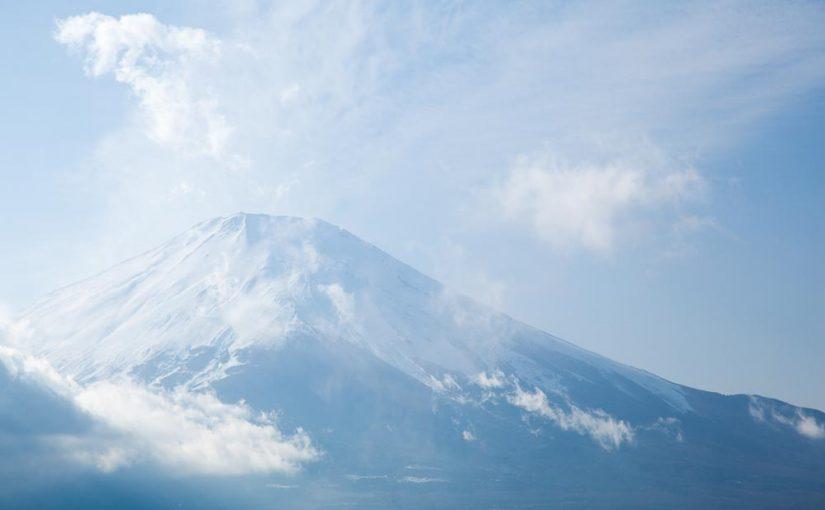 富士山とうす雲